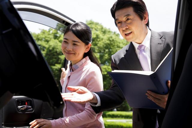 ディーラーで車検をおこなうメリット、デメリットとは?車検を安くするための方法はあるの?
