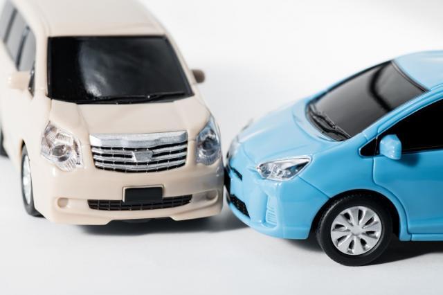 ローンが残っている車で事故を起こしたら買い替えるべき?買い替えの基準をご紹介