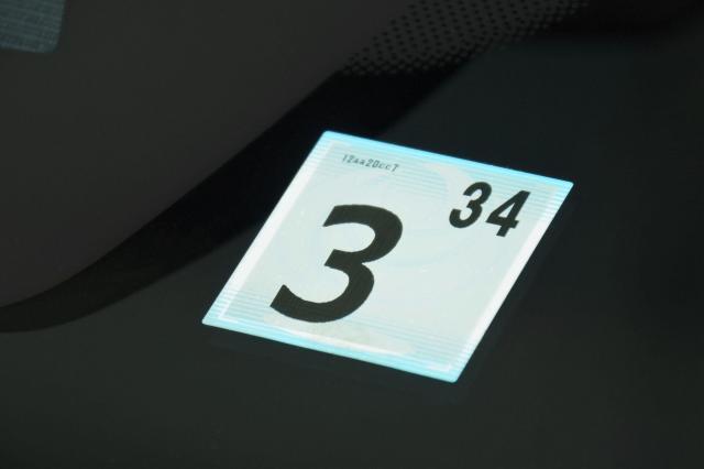 シール 貼り 検証 方 の 車