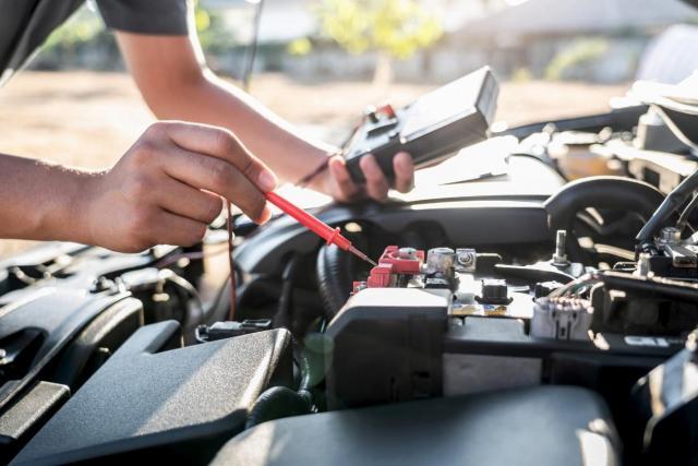 自動車のバッテリーの電圧や仕組みは?トラブルの原因と対策方法を解説