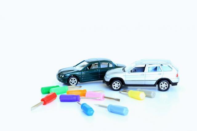 車の修理はディーラーと工場で何が違う?おすすめの選び方を解説!