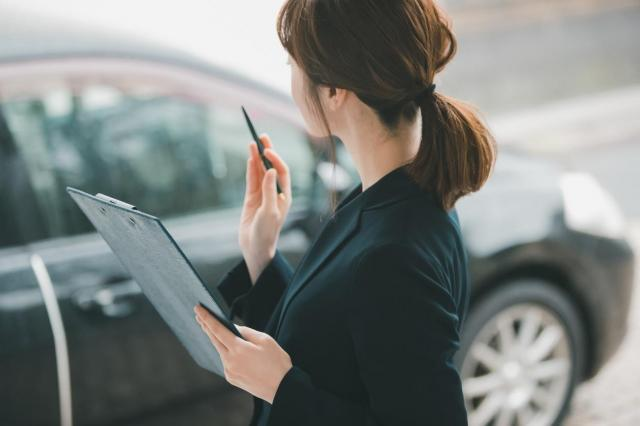 中古車買取後の再販売における差額はいくら?買取額に影響するポイントも解説