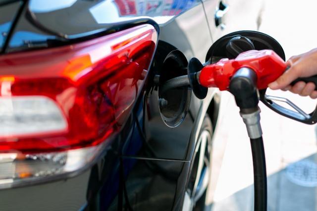 お得なガソリン車の買取を目指そう!高く売るポイントやガソリン残量