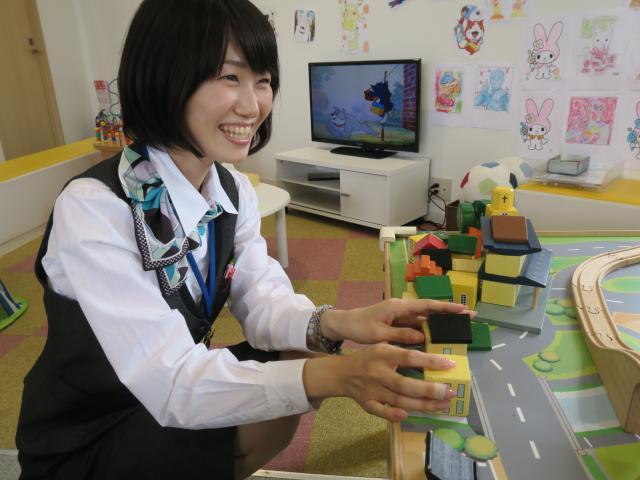 ネクステージのスタッフ写真 事務 岡田 悠果