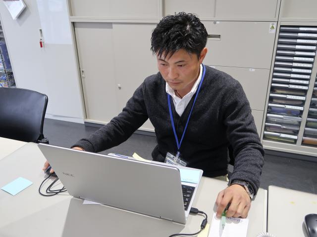 ネクステージのスタッフ写真 カーライフアドバイザー 内田 和孝