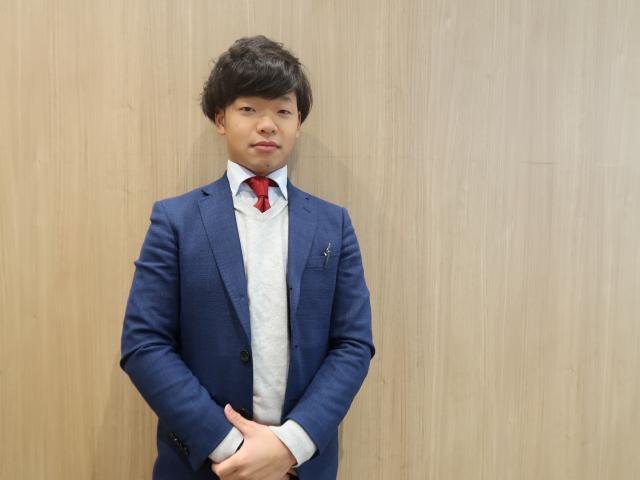ネクステージのスタッフ写真 チーフアドバイザー 前川 晃輝