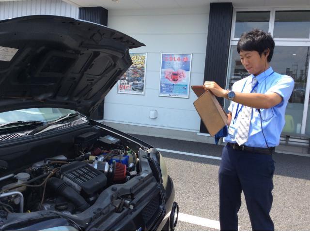 ネクステージのスタッフ写真 カーライフアドバイザー 椿田勇人