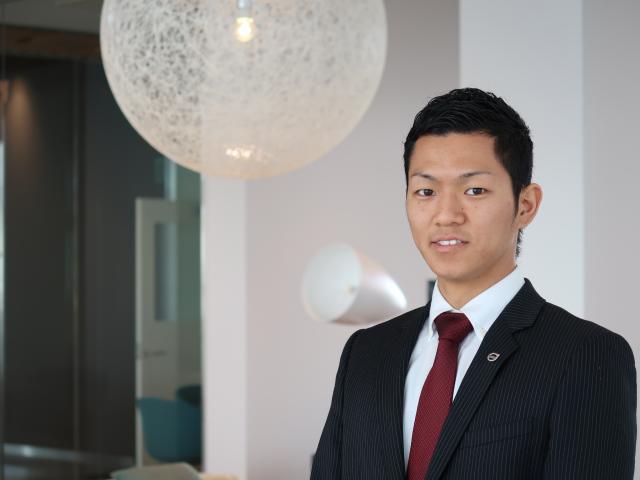 ネクステージのスタッフ写真 セールスマネージャー 笹井 俊明輝