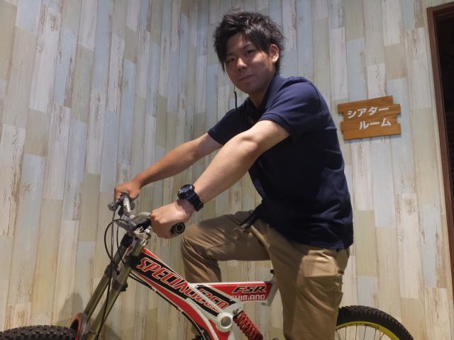 ネクステージのスタッフ写真 カーライフアドバイザー 田元 龍誠