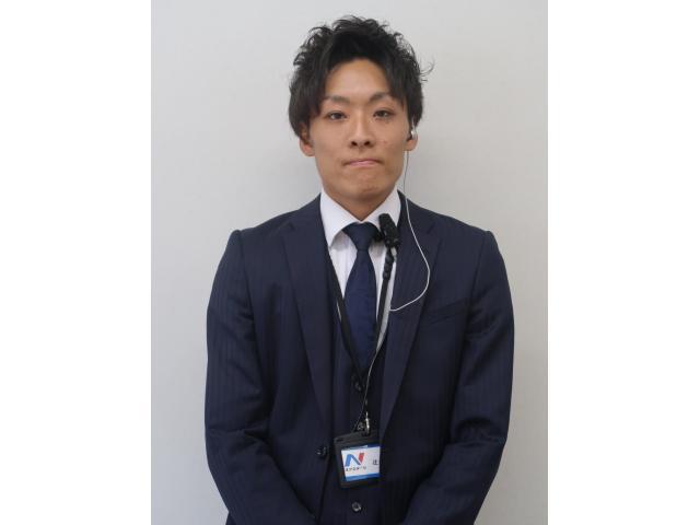 ネクステージのスタッフ写真 カーライフアドバイザー 辻幸輝