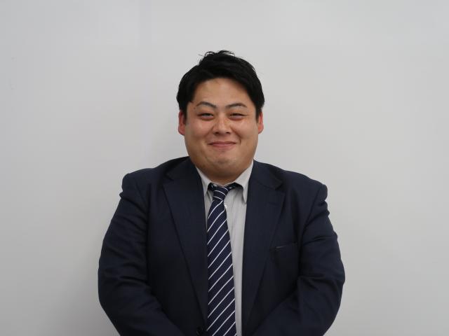 ネクステージのスタッフ写真 カーライフアドバイザー 山﨑 領太