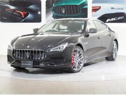 クアトロポルテ GT S グランスポーツ 2018年モデル サンルーフ カーボンキット 21インチチターノホイール プレミアムレザー マイカペイント リアプライバシーガラス レッドブレーキキャリパー ソフトクローズドアの中古車画像